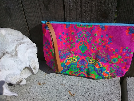 Light clutch psychedelic print