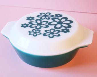 Pretty Blue Daisy Pyrex Casserole Dish   Collectible