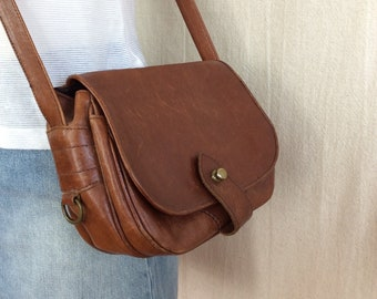90c2e5e3a9 Vintage Italian Leather Purse    1970s cognac brown leather saddle bag  crossbody bag purse made in Italy red brown leather handbag