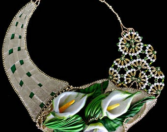 Golden Greenleafs - leather necklace in gold, green and white - handmade.