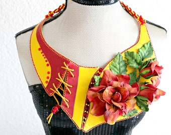 The Flash and the rose-leather necklace with roses