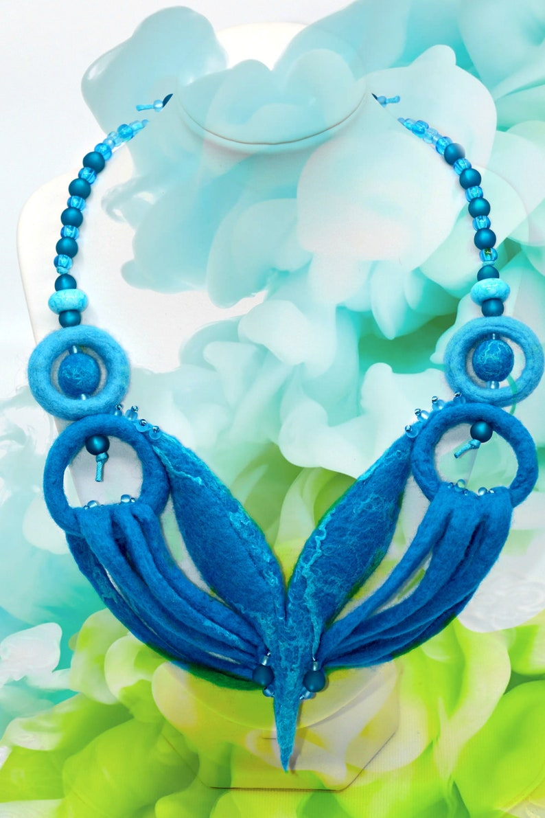 Underwater Paradise-handmade necklace made of felt image 0