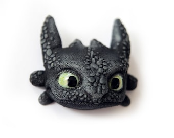 Toothless (brooch/magnet)