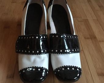 "1960""s Mod vintage Spectator heels Black and white"
