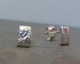 Dainty sterling silver earrings | Minimalist silver jewelry I Stud earrings I Small silver earrings for her