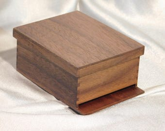 1 / 5 Scale  Bee Hive Box in Walnut