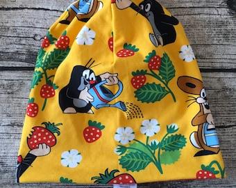 "Turn Beanie Hat ""The Little Mole in strawberry field yellow"""
