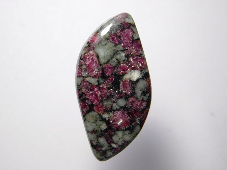 Natural Eudialyte Cabochons Low Price Best Price Eudialyte Gemstone Top Handmade Eudialyte loose gemstone for jewellery 32 Cts.D-3132