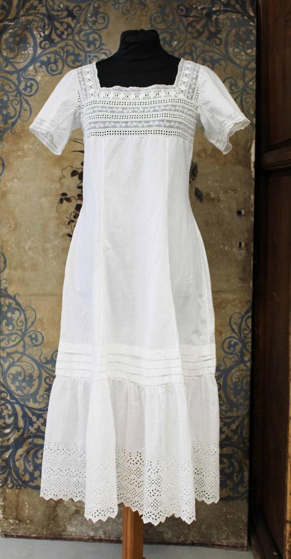 Vintage dress, sangallo lace