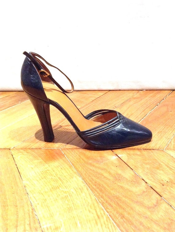 f8ebc8c11ae6 1970 s Mary Jane shoes with Navy Blue made in Italy