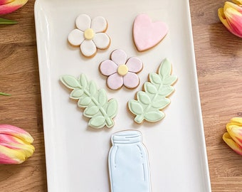Flower birthday biscuits, floral gift, biscuits, birthday, miss you, cookies, vegan gift, letterbox biscuits.
