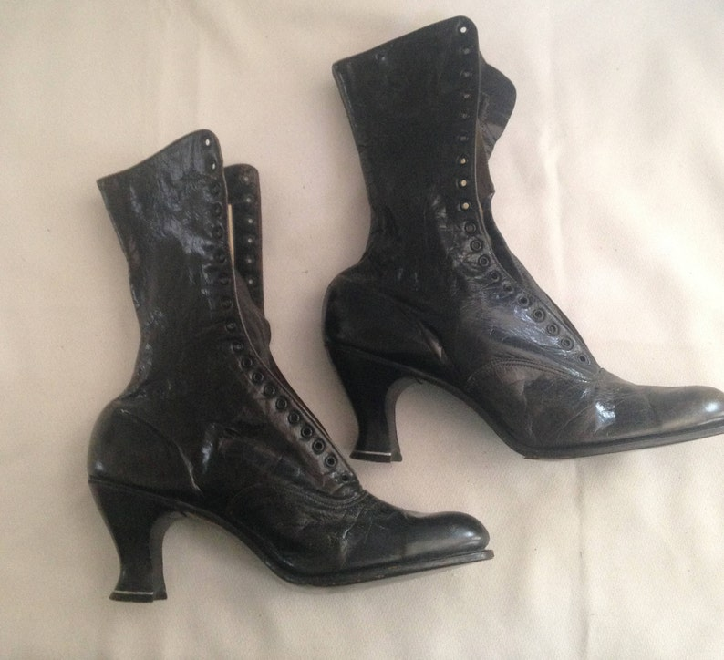 fc4874aae61 Vintage New Lace Up Witches Boots