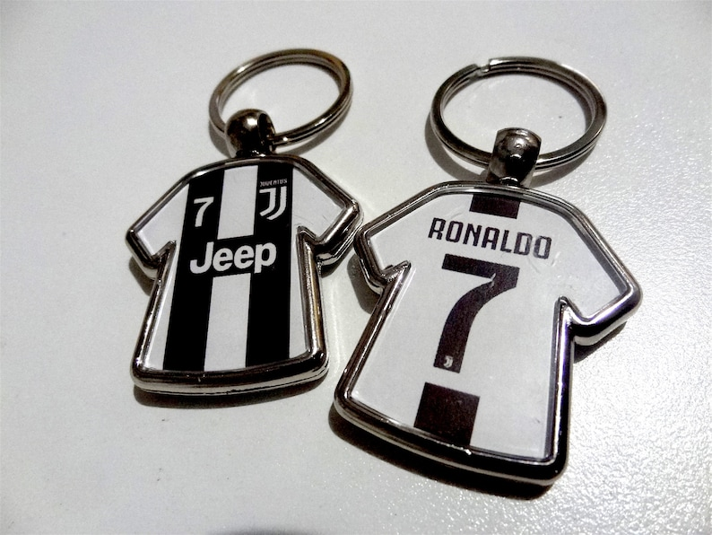official photos 919b4 164ef Cristiano Ronaldo #7 Juventus CR7 soccer jersey keychain party favor