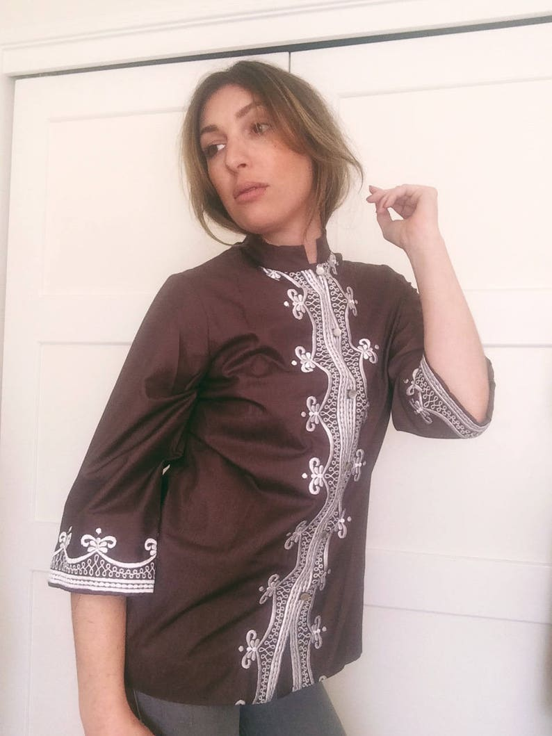 Beautiful bohemian 1970/'s brown and white embroidered Indian-style button up blouse Made in the USA