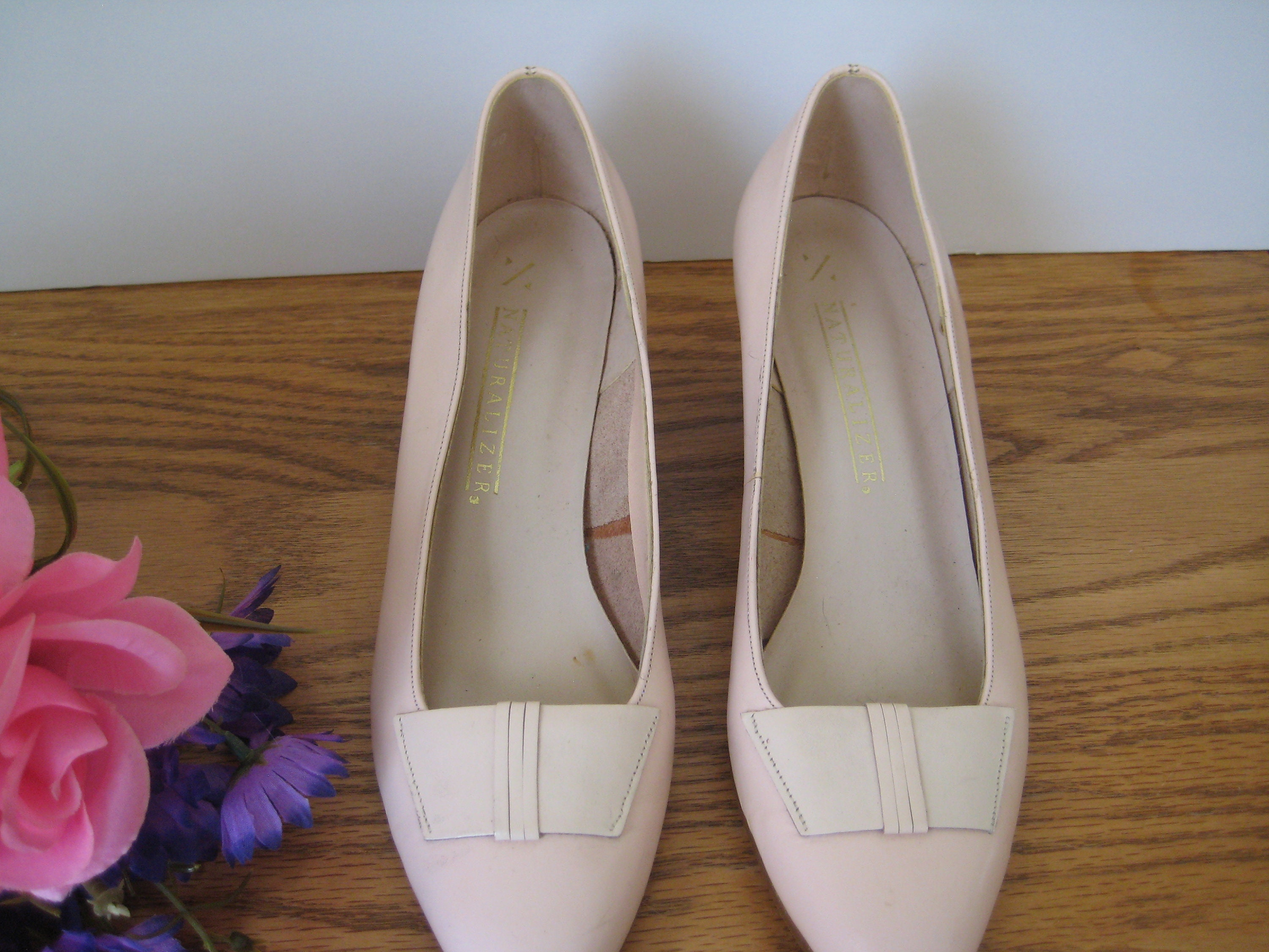 bae1fb2f9eb5a Vintage Naturalizer Pink Shoes With Bow Detail - Light Pink Pumps Leather  Upper Bow Detail Size 7 - Pink Wedding Shoes