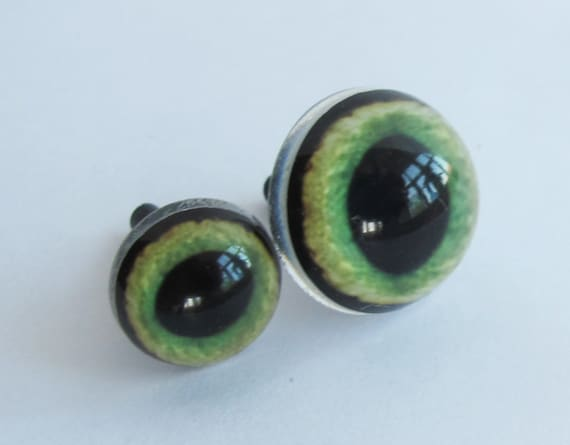 12 Pair glass cat eyes 14mm green