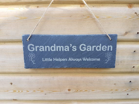 gorgeous LARGE personalised Granny/'s Grandad/'s little helpers garden plaque gift