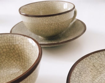 Pair of cups and saucers Crackle stoneware