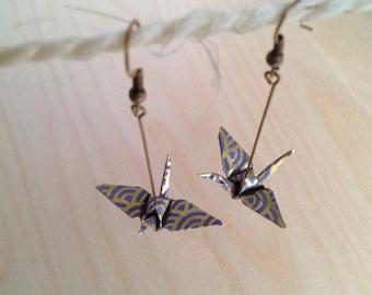Earrings dangling origami cranes