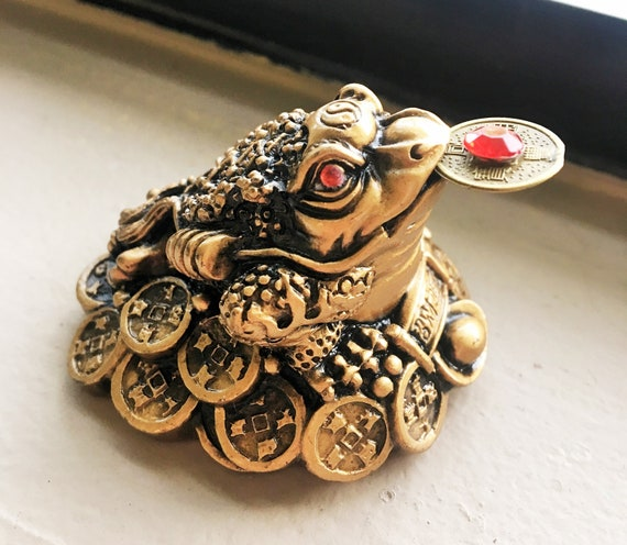 Feng Shui Frog, Money Amulet for home and office, Good luck symbol to  attract wealth, feng shui decor,, Chinese money frog amulet, wealth