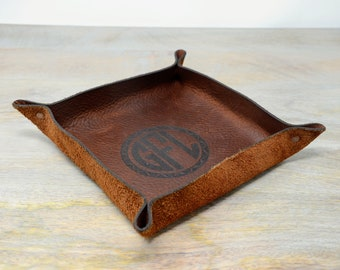 Leather valet tray for men women. Engraved Leather Tray. Monogrammed Leather catchall tray. Desk Catchall. Desk Tray. Leather storage tray
