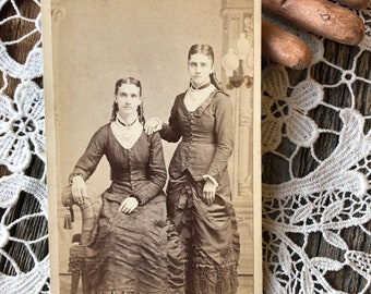 Who Wore It Better CDV Young Women Victorian Sisters Carte De Visite Portage Wisconsin