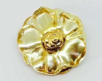 Brooch / pendant vintage Kenzo Paris lucite Flower pendant brooch.  Yellow lucite flower. Gold tone metal Signed KENZO