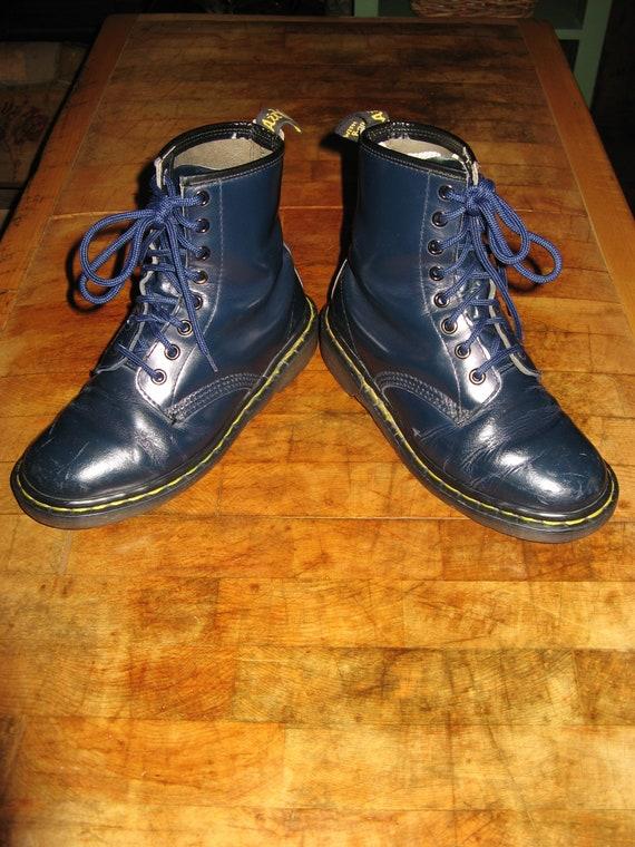 5572a38c00a Une bonne paire de Vintage Dr de cuir bleu foncé Doc Martens