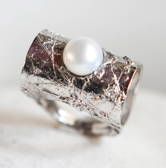 Pearl jewelry Pearl silver ring for bride Textured silver ring Bridal ring Geometrical ring Art deco silver ring with akoya pearl