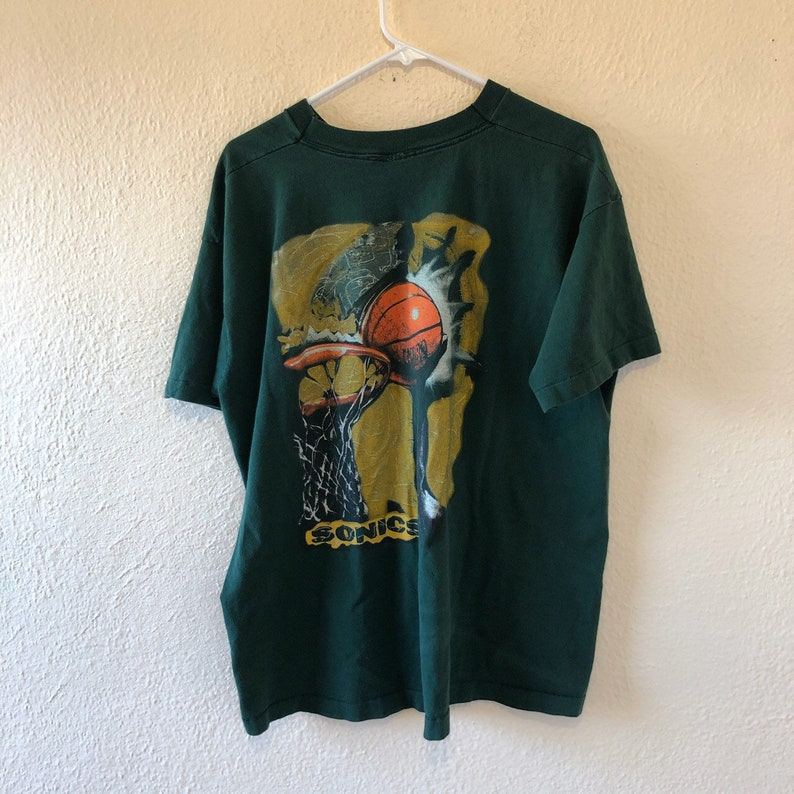 Vintage 90s Seattle Sonic t shirt fits like L