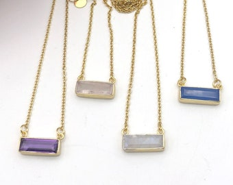 Elegant necklace of golden neck and fine stone rectangle set