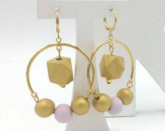 Boucles d'oreilles pendantes d'inspiration scandinave dorées