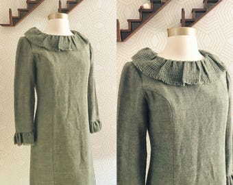SALE !!! 1960s ROOS ATKINS Green Wool Knit Shift Dress with Ruffled Collar, 1960s Vintage Dress, 60s Dress, 60s Wool Dress, Holiday Dress