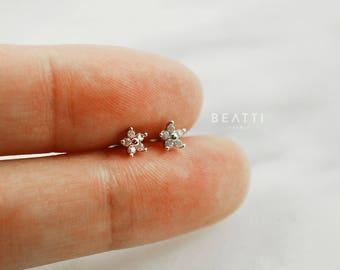 Mini CZ Flower Piercing/Cartilage earring/Tragus stud/CZ piercing/CZ Stud/Helix/conch/Piercing