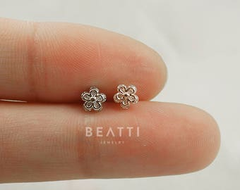 Tiny flower cartilage earring, tragus stud, tragus earring, cartilage stud, cz piercing, conch, helix, tiny tragus