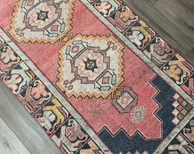 "9'1"" x 2'9"" - Vintage Turkish Runner Rug  |  Runner Rug  |  Pink Turkish Oushak Rug"