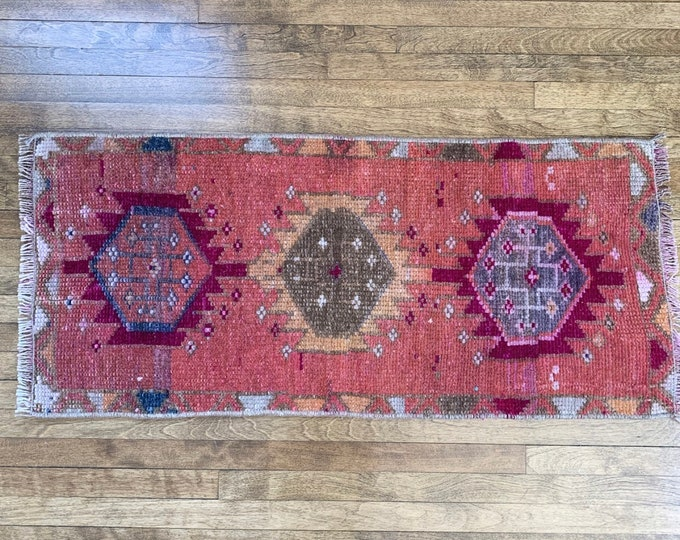 "2'9"" x 1'3"" - Small Vintage Turkish Rug  |  Turkish Oushak |"
