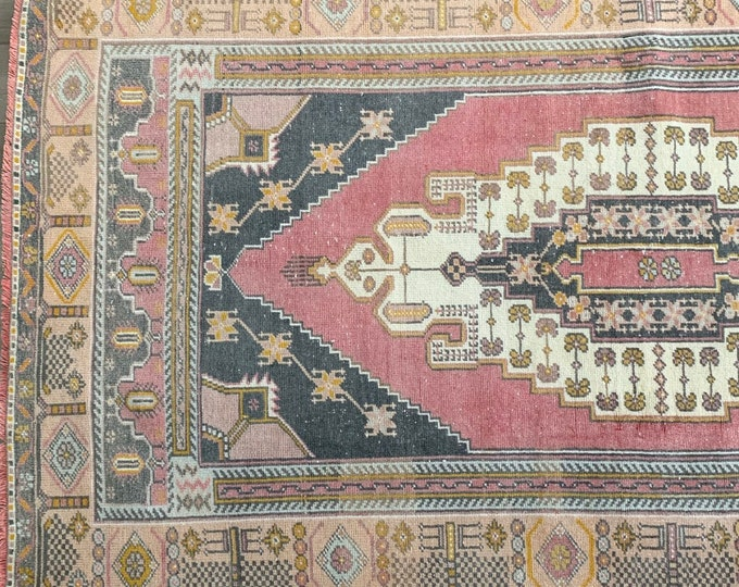 "7'7"" x 4'4"" - Vintage Turkish Rug  