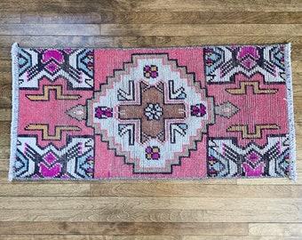 "2'8"" x 1'4"" - Small Vintage Oushak Rug     Turkish Oushak    Pink Rug     Vintage Turkish Runner"