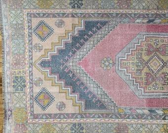 "7'3"" x 3'9"" - Vintage Turkish Rug     Faded  Turkish Oushak Rug"