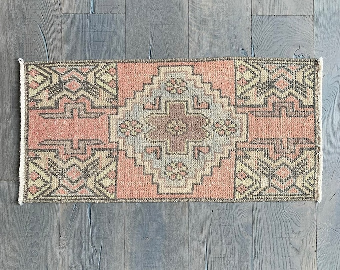 "Mini Vintage Turkish Rug  |  Pink Vintage Rug  |  Doormat | 2'11"" x 1'6"""