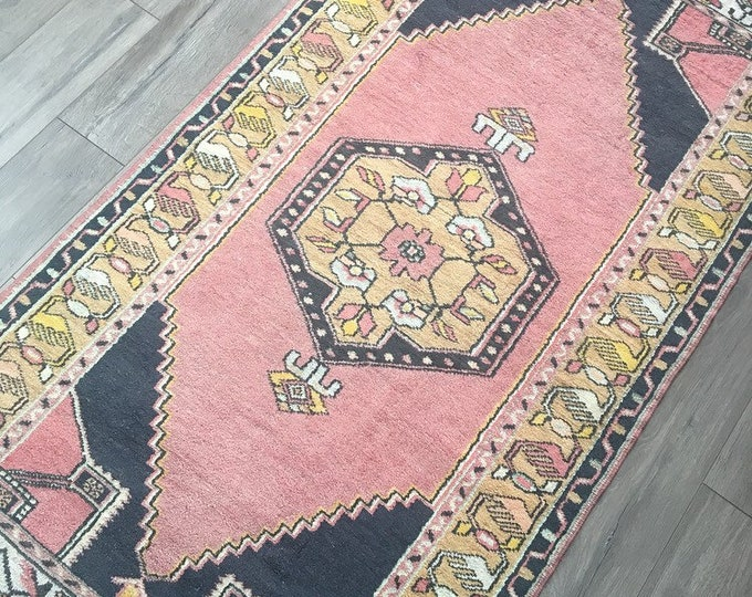 "6'6"" x 3'2"" - Vintage Turkish Rug  