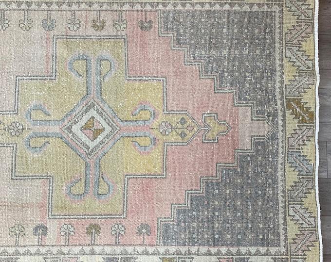 "9'2"" x 4'5"" -  Vintage Turkish Rug  |  Pink Turkish Rug  |  Oushak Rug"