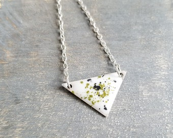 Silver Poppy Necklace - Shimmering Green/Black
