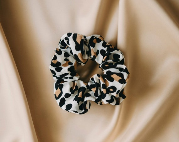 Anna hair scrunchie