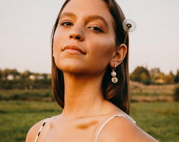Maria monogram pearl earring