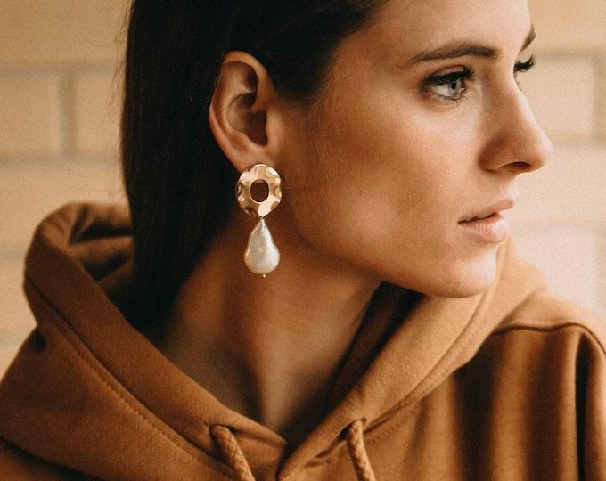 Tokyo pearl earrings