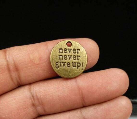 Niemals Aufgeben 5 Charms Inspirierende Sprüche Affirmation Zitate Motivierend Phrasen Ermutigung Weise Worte Bronze Anhänger Schmuck