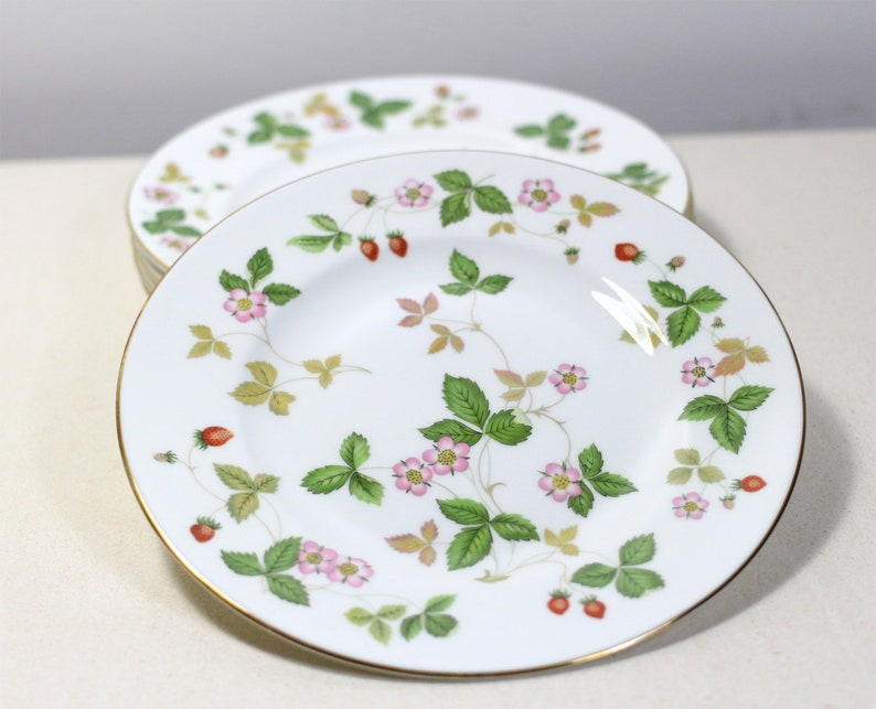 Small Wedgwood Floral plate Strawberry Design Plate English ceramic plate White Plate with Flower Wedgwood Wild Strawberry Cake Plate