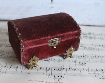 Treasure Chest  VELVET Jewlery Box
